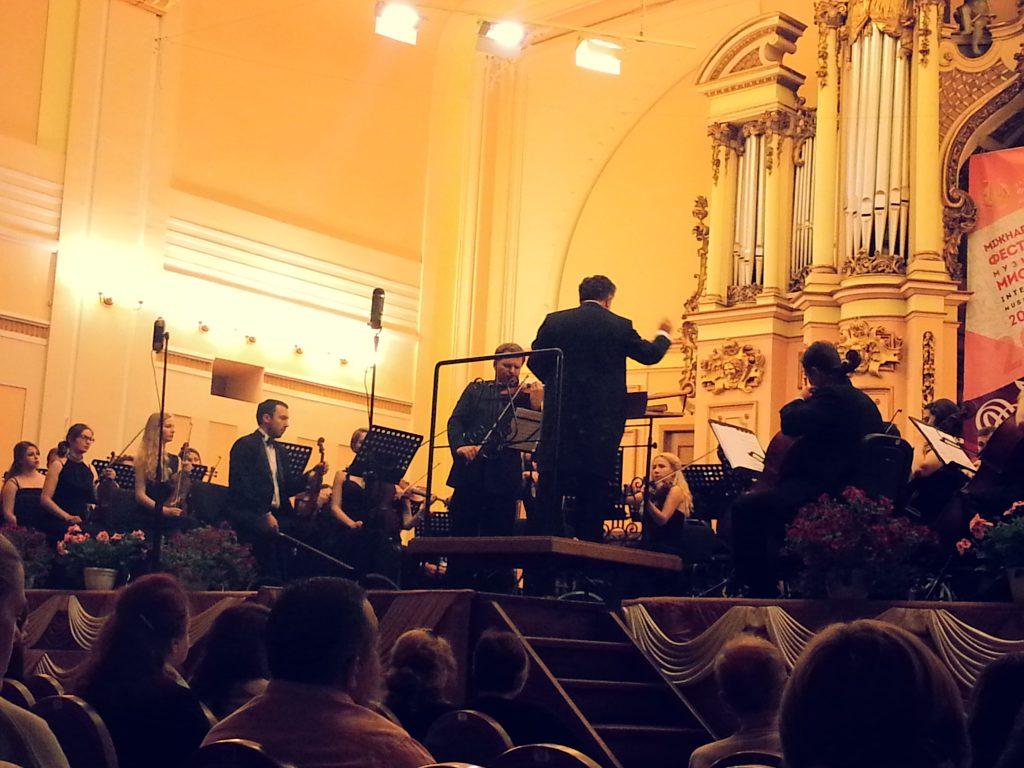 Sokolov med INSO och dirigenten Ploskina.
