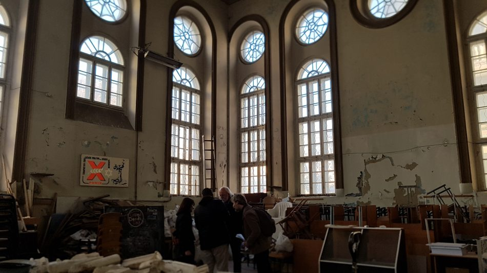 Nazistdemonstration utanfor synagoga uppror